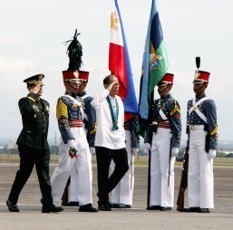 PNoy signs P3.002-trillion 2016 budget