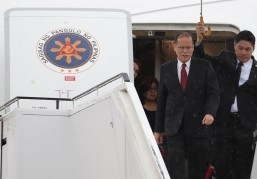 President Aquino arrives in Manila after five-nation official tour