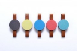 Vibrating watch corrects your perception of time