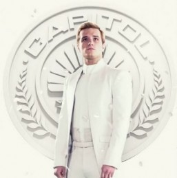 'Hunger Games 3': Johanna and Peeta pose for the Capitol