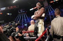 Mayweather looms over Khan-Algieri match-up