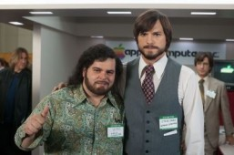 Trailer: Ashton Kutcher becomes Steve Jobs