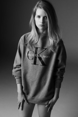 Calvin Klein and MyTheresa unveil the 'Re-issue project' featuring Lottie Moss