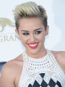 Miley Cyrus stays atop global social media chart: Starcount