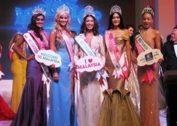 Miss Tourism 2013/2014 visits PHL Embassy in Kuala Lumpur, joins Embassy's first flag ceremony for 2014