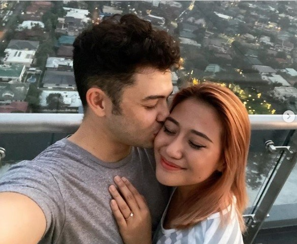 Morissette and Dave Lamar are engaged