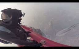 Daredevils scale world's second tallest building in China
