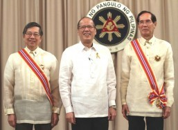 Aquino confers Order of Sikatuna on Lopez, Salinas