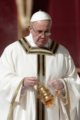 Pope risks Islamic ire with toughened terrorism appeal