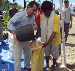 Chairman Royce Visits Typhoon-ravaged Tacloban Area