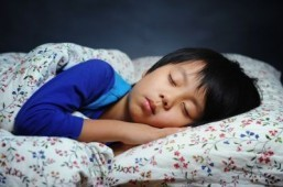 Earlier bedtime may help a child's waistline: study