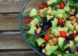 Women who follow a Mediterranean diet live longer and thrive: study