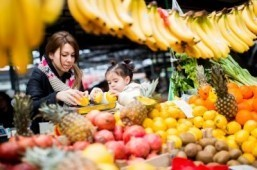 Americans eating a little less, a little better: study