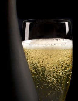 China to ban non-French 'champagne' copycats