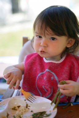 Toddlers who play with their food may be better learners: study